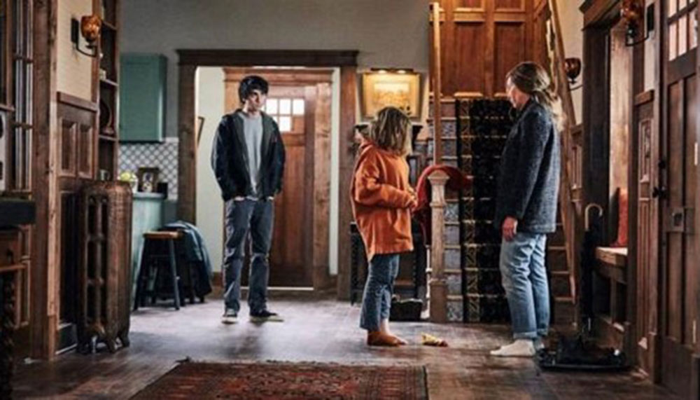 Hereditary. Annie with children Charlie and Peter.